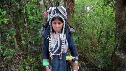 Pongsali, Laos - April 2014: Video de stock (totalmente