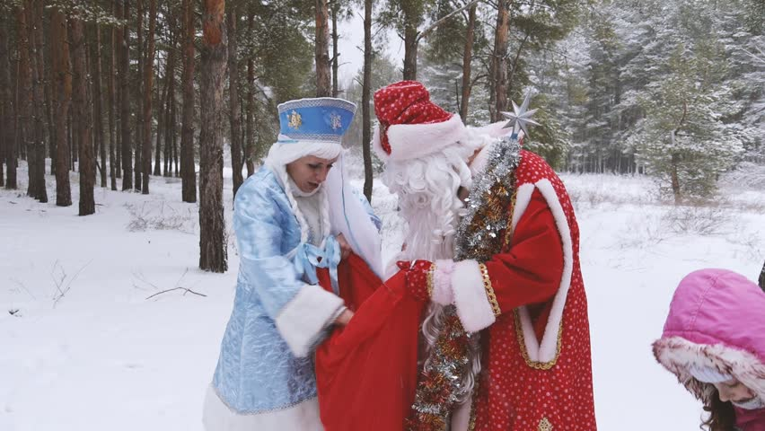 i met santa clause From bad santa to the hero who conquered the martians, this is a list of the top 10 best portrayals of santa claus in the movies.